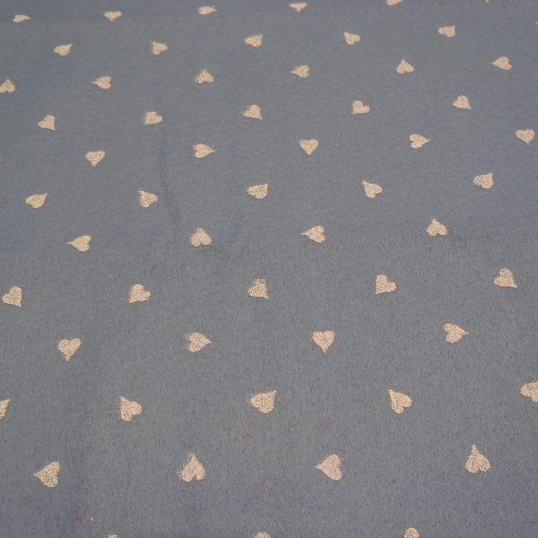 pannolenci azzurro polvere con cuori panna 45z50 cm