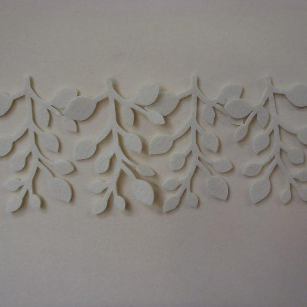 Rami con foglie e bacche colore panna